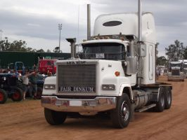 Mack Superliner on display by RedtailFox