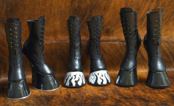 New horseshoes for 3 ponies... by HORSEKING
