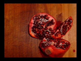 Pomegranate - Cuttingboard by scarrow