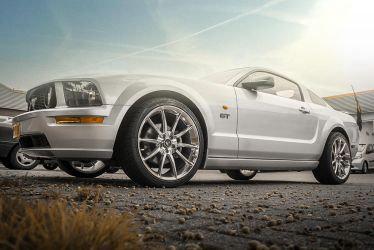Ford Mustang (Retouch) by RicardoBueno