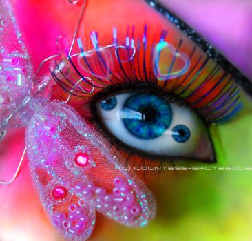 Psychedelic eye by GrotesquePuPPyMeow
