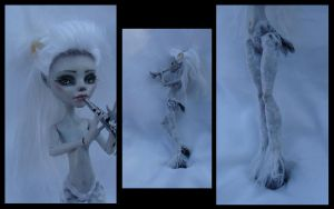 monster high repaint WINTER FAUN ghoulia 4 by phairee004