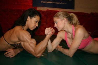 Massive female bodybuilder in unfair armwrestle by edinaus