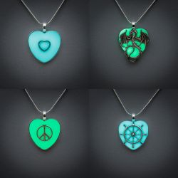 Heart Glow charms by FrozenNote