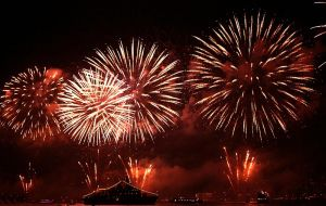 Fire-works by cachealalumiere