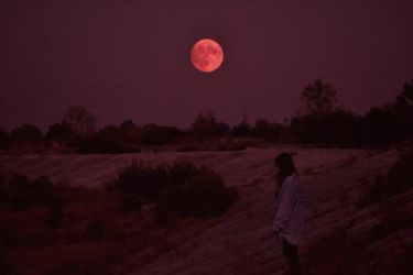 I levitate for the Moon by AlexandrinaAna