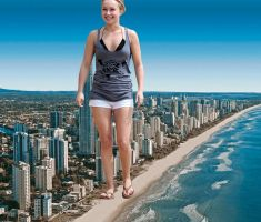 Giantess Hayden Panettiere by pedro1232