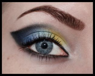 Blue and yellow cateye by aurelia87