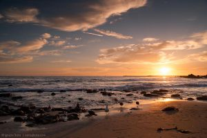 The sun and the sea by isotophoto