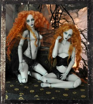 Sister Twins Ball jointed Vampire doll BJD by SutherlandArt