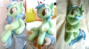 Sitting Lyra Plushie by dollphinwing