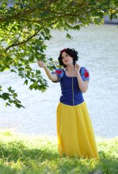 Sining to birds (Snow white cosplay) by tutti-chan