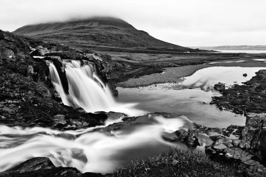Foggy Kirkjufellsfoss - Black and White by somadjinn
