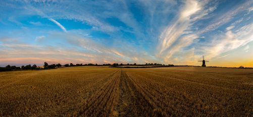 Stevington Skies (2) by Mincingyoda