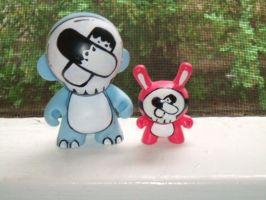No-Face Munny and Dunny by lostincaulfields