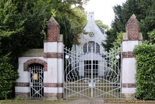 Forged gate with walled posts at the Jew cemetery by ambosshg