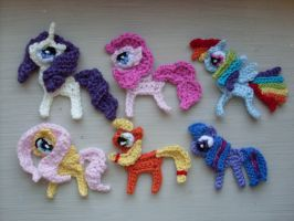 2D crocheted mane 6 by Blondy1999