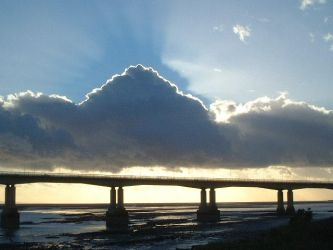 Cloud form over Severn Bridge by flossiebot