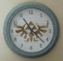 Hyrule Crest Clock by Craftigurumi