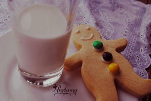 Gingerbread man with milk by Akatamy