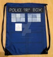 Backpack: TARDIS (Doctor Who) by FiyahKitteh