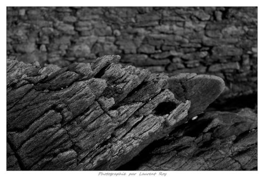 Rock and wall by laurentroy