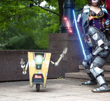 Zer0 and Claptrap- Borderlands 2 by Cosplay4UsAll