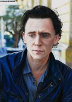 Tom Hiddleston (colour pencils) by Quelchii