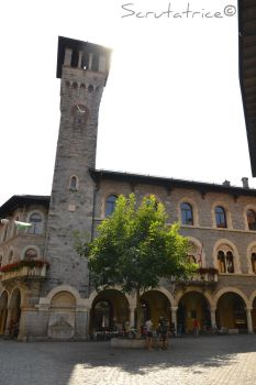 Bellinzona - Middle-Age tower by Scrutatrice