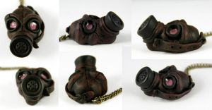 Gas Mask Necklace Details by NeverlandJewelry