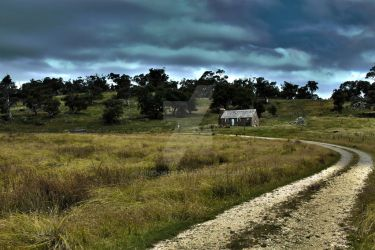 House on the way to Jinderbyne by siren10101