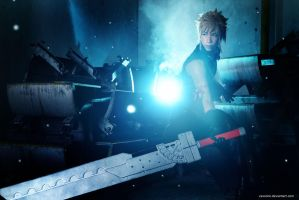 Advent Children - Cloud Strife by vaxzone