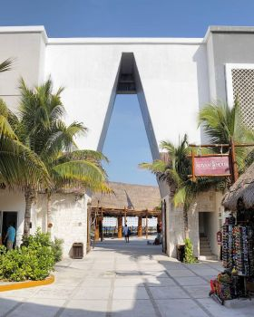 Costa Maya entryway by sequential