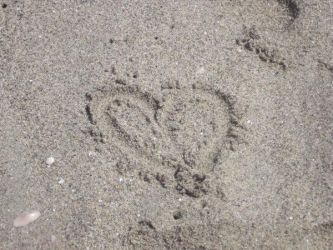 Heart in the sand by geminis12