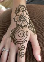 Henna Swirl Flower on Hand by flowerwills
