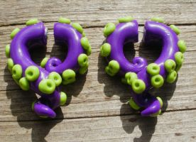 Day of the tentacle earring by cashewed-almonds
