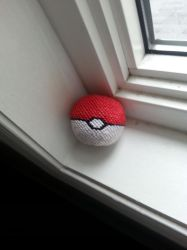 3D origami pokeball with -tiny peices by lantern77