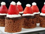 Santa's hat mini cakes by PaSt1978