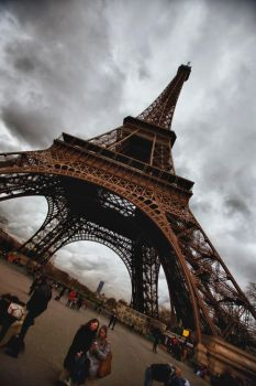 Eiffel Tower by irrr