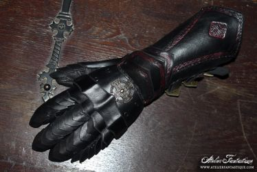Dark red and black articulated gauntlet by AtelierFantastique
