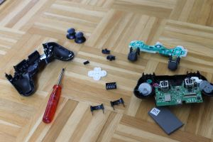 Photo5: PS3 controller components by Pstrnil