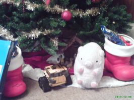 Buta-chan and Wall-E by ZombiexFood