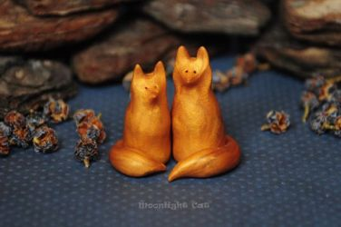 Miniature foxes by MoonlightCatHandmade