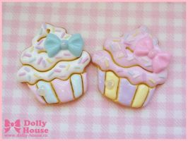 Sweet Cupcake Cookie Brooch by Dolly House by SweetDollyHouse