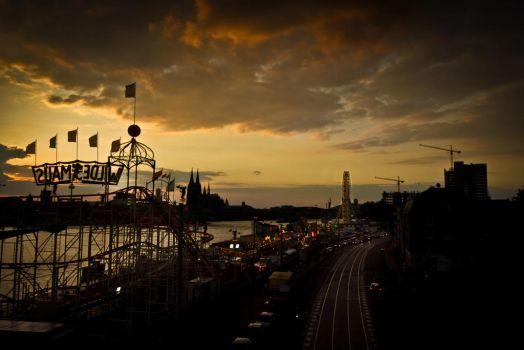 A Circus by the Rhine River by geostant