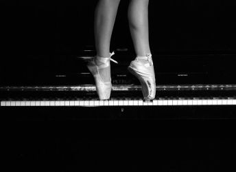 Point on the Piano by yildiztozu