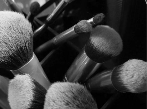 Make Yourself Beautiful By Professional Makeup Bru by GivoniBrushes