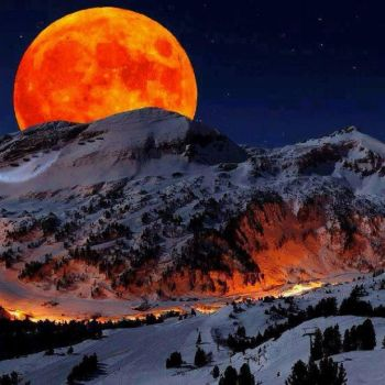 Moon Rise over the Sierra Nevada Mountains. by MariaSki