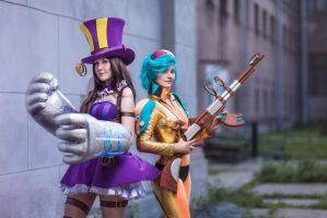 LoL - Caitlyn and Vi by Gekidan