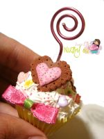 Petit Cupcake picture holder by colourful-blossom